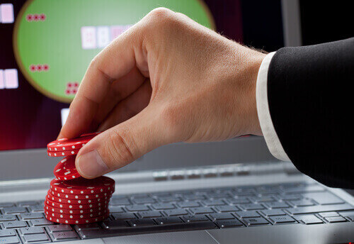 Online Poker Betting